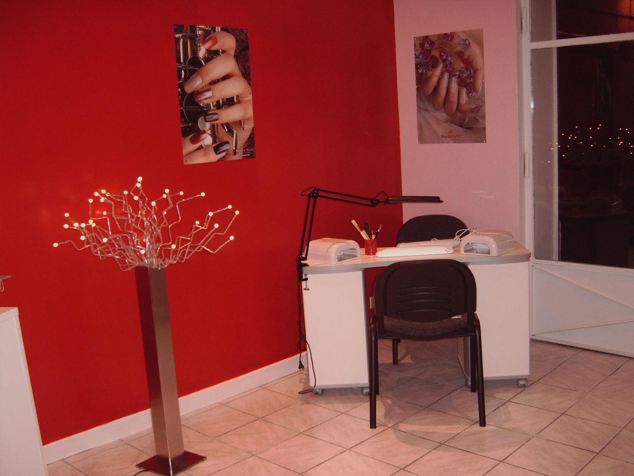 Photo de mon institut de beaut et des poses d 39 ongles bonne visite a tous et laissez vos - Deco institut de beaute ...